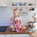 Pieczemy ciasteczka z lalką Natalią