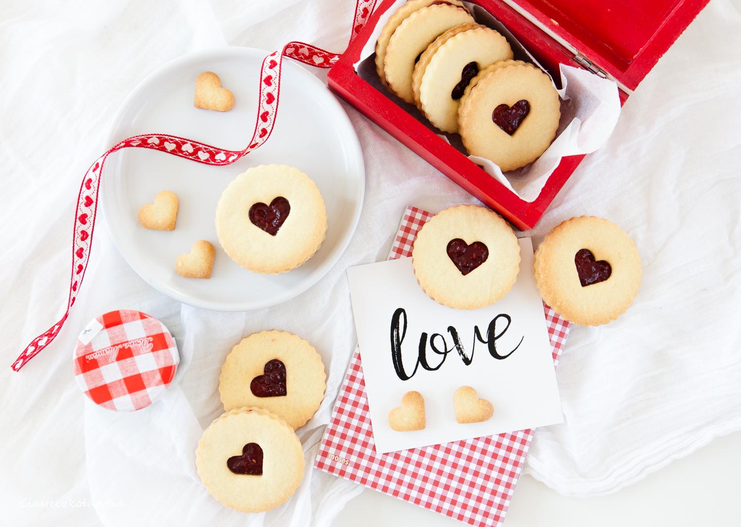 walentynkowe ciasteczka waniliowo-migdałowe z konfitura malinową (1)
