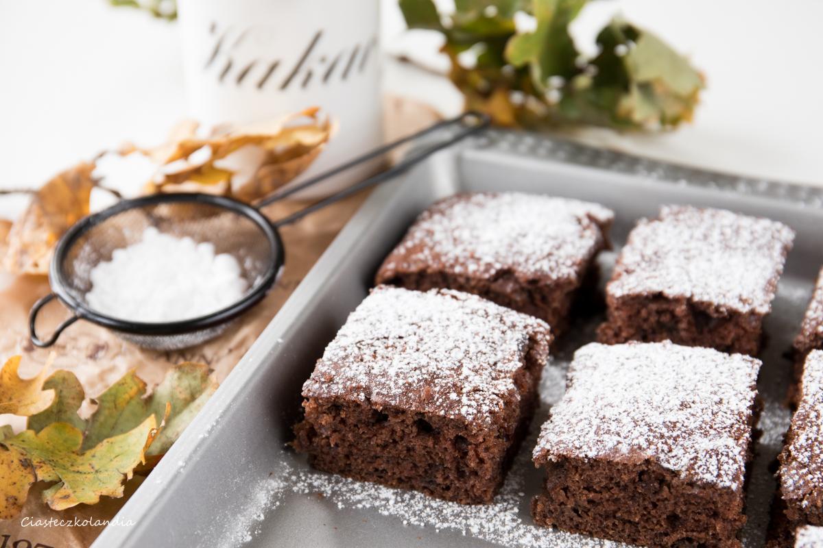 szybkie i tanie ciasto z  kakao i powidłami , ciasto z kakao i dżemem
