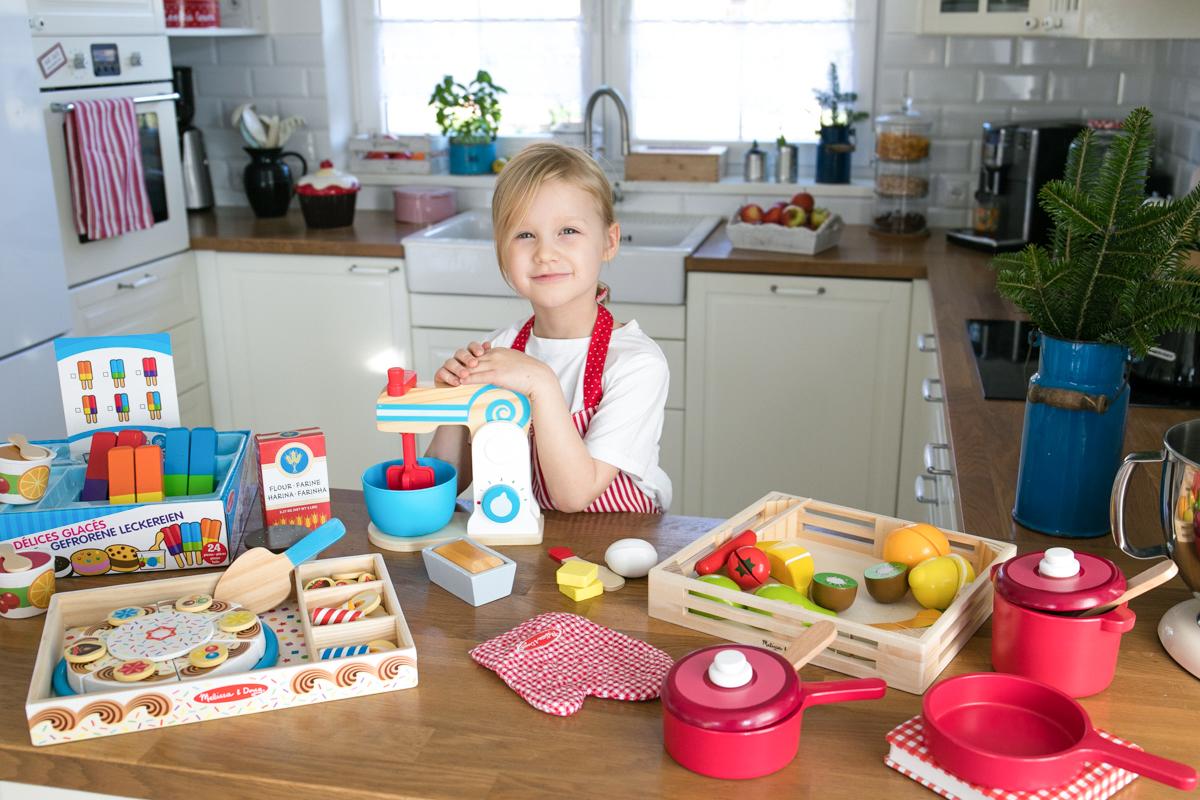 drewniane kuchenne zabawki Melissa&Doug, sesja zdjęciowa z zabawkami dla dzieci