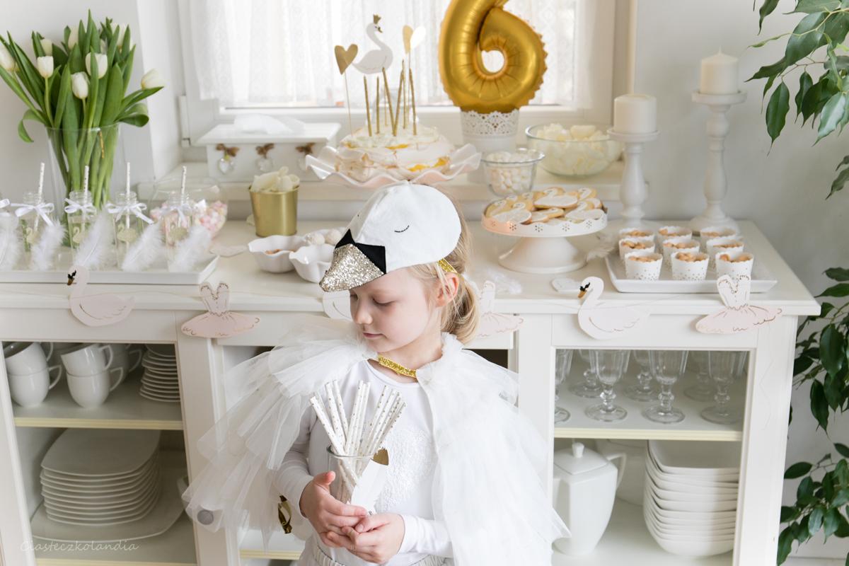 swan party, przyjęcie łabędziowe, urodziny łabędziowe, urodziny dla dziewczynki, urodziny tematyczne, kostium łabędzia