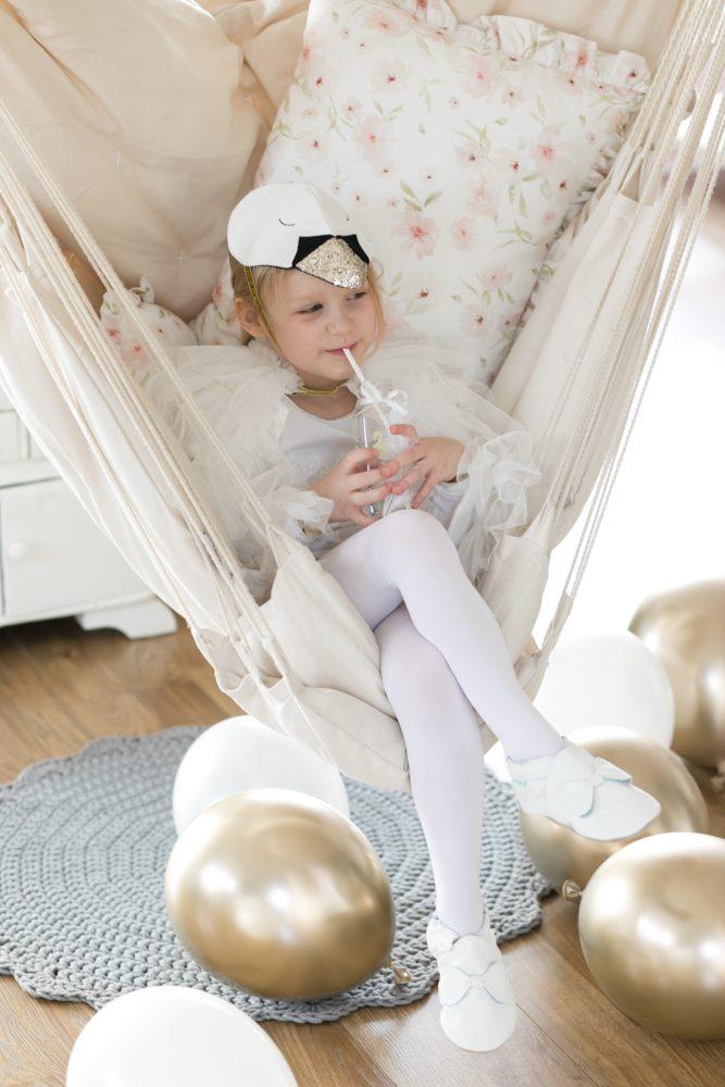 meri meri kostium łabędzia, swan party, urodziny łabędziowe, przyjęcie łabędziowe