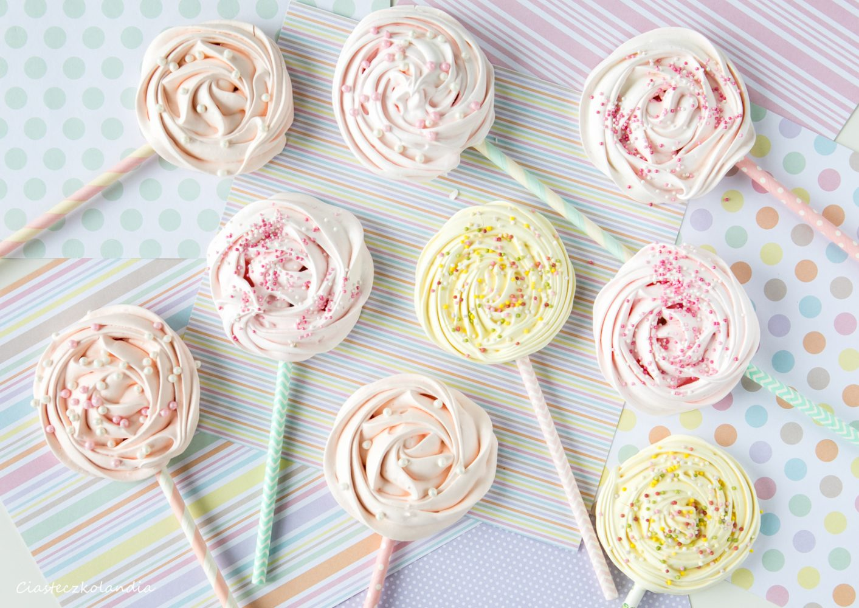 lizaki bezowe, pastelowe lizaki, lizaki na słodki stół, jak zrobić lizaki bezowe