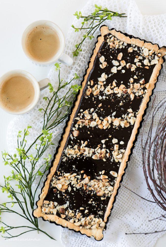 Mazurek czekoladowy z prażonymi orzechami laskowymi